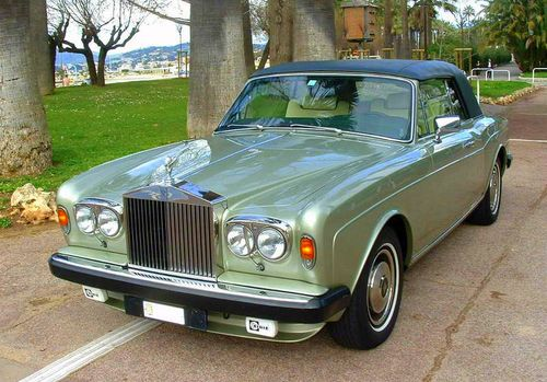 Rolls-royce_corniche_sage_green_hood_on
