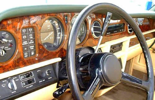 Rolls-royce_corniche_sage_green_wood_small