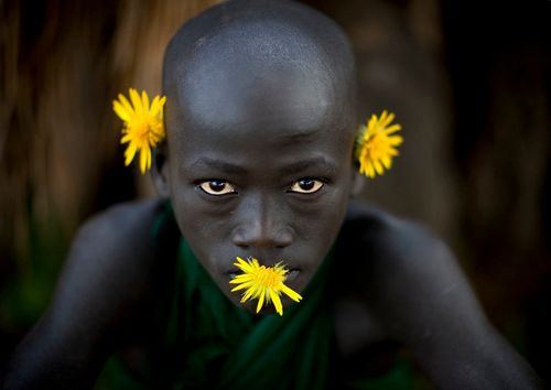 Surma_boy_with_yellow_flowers_-_Turgit_Ethiopia